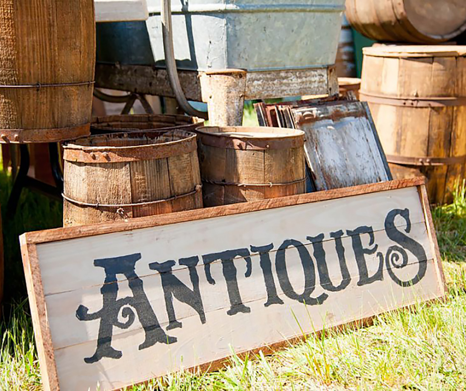 Title graphic for Aardvark Art Services blog about the best way to sell antiques and fine art